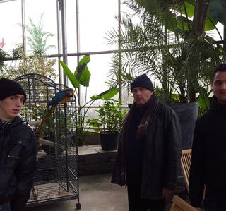 Visite serre de plantes et d'oiseaux