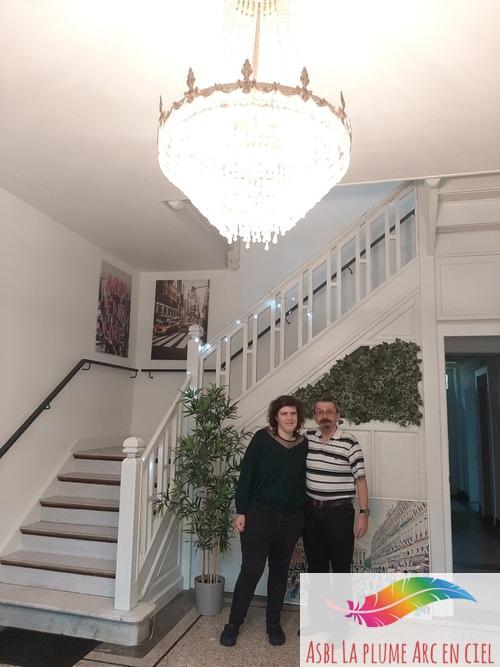 La belle Hortense et Thierry reflètent la lumière